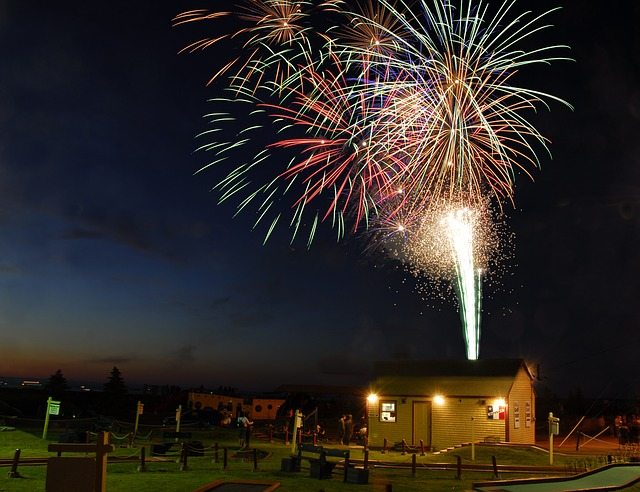 fireworks-2347742_640